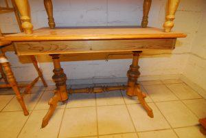 Tisch 100  Maße: H 77 cm  B 113 cm  T 70 cm Preis: 590 €