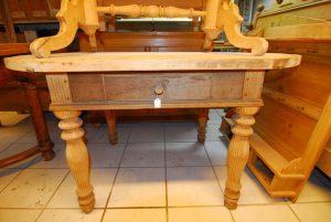 Tisch 200 Maße: H 77 cm  B 142 cm  T 86 cm Preis: 590 €