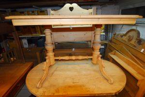 Tisch 201 Maße: H 76 cm  B 110 cm  T 80 cm Preis: 350 €