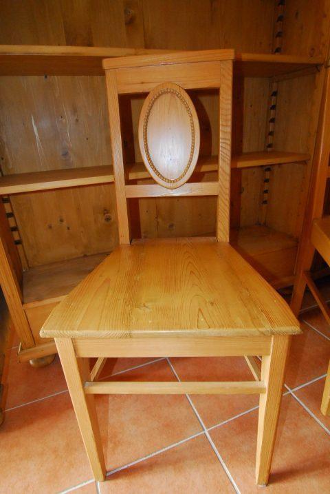Stuhl 1 / 4 Stück vorhanden / Preis: 130€/St.
