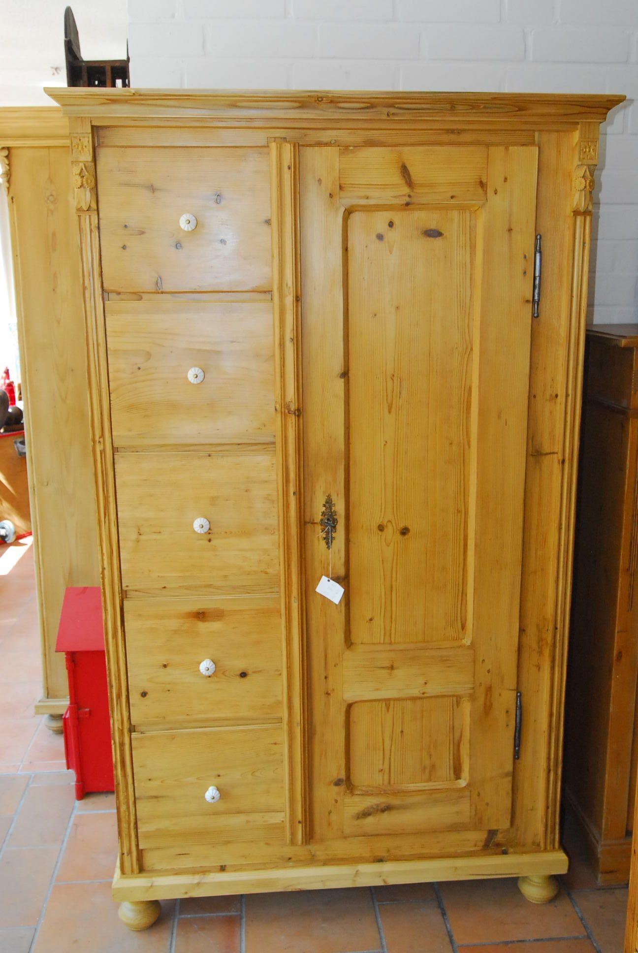 Schrank 3  H 177 cm  B 106 cm  T 49 cm  1.190 €