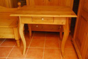 Tisch 1  H 75 cm  B 88 cm  T 63 cm   490 €