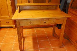 Tisch 2  Maße: Höhe: 95 cm  B 106 cm  T 66 cm  Preis: 650 €