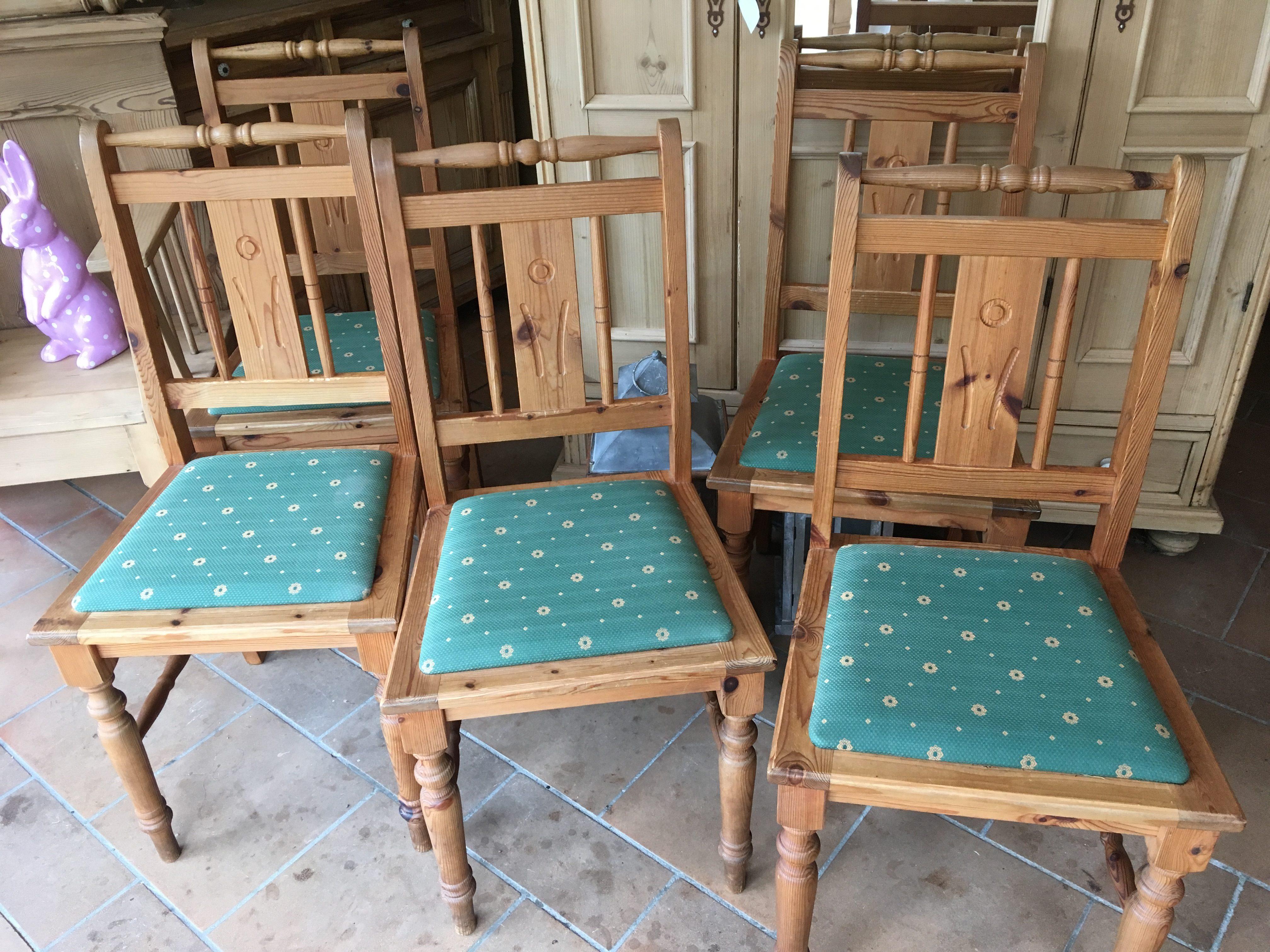 Diverses 3  Stühle  H 93 cm  B 37 cm  T 43 cm   150 Euro